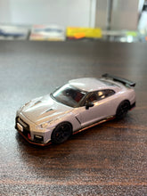 Load image into Gallery viewer, Tomica Limited Vintage Neo 1/64 Tomytec Nissan GT-R Nismo 2017 Model Log-On Exclusive