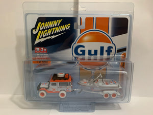 Johnny Lightning 50 Years White Lightning Mijo Exclusives Gulf 1980 Toyota Land Cruiser With Boat & Trailer (#Y)