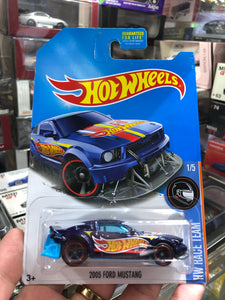 Hot Wheels 2017 2005 Ford Mustang Super Treasure Hunt
