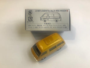 Tomytec Tomica Limited Vintage Neo LV-N97b Daihatsu Delta Wide Wagon (Gold)