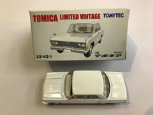 Load image into Gallery viewer, Tomytec Tomica Limited Vintage LV-43a Mitsubishi Debonair (White)