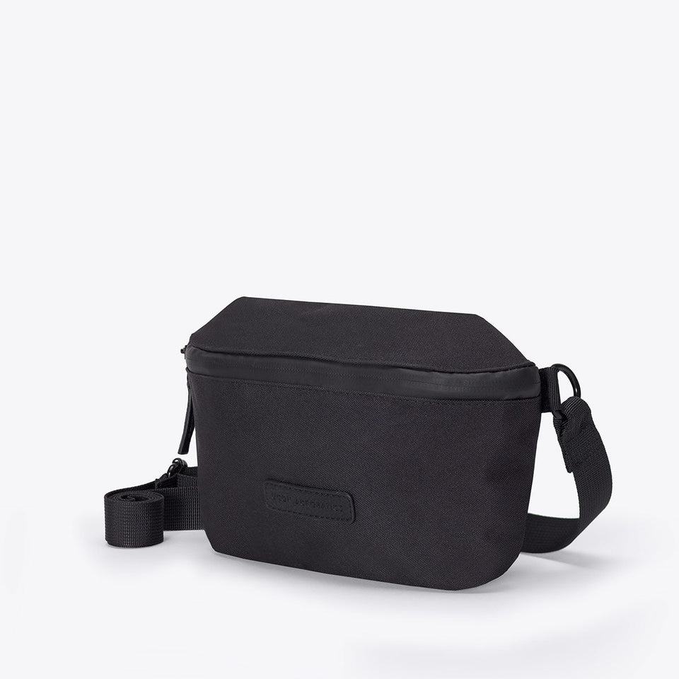 Ucon Acrobatics • Jona Bag • Stealth Series (black)