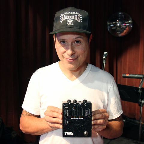 Juan Alderete (Racer X, Mars Volta, Marilyn Manson) Pedals and Effects Guru with his TWA Great Divide