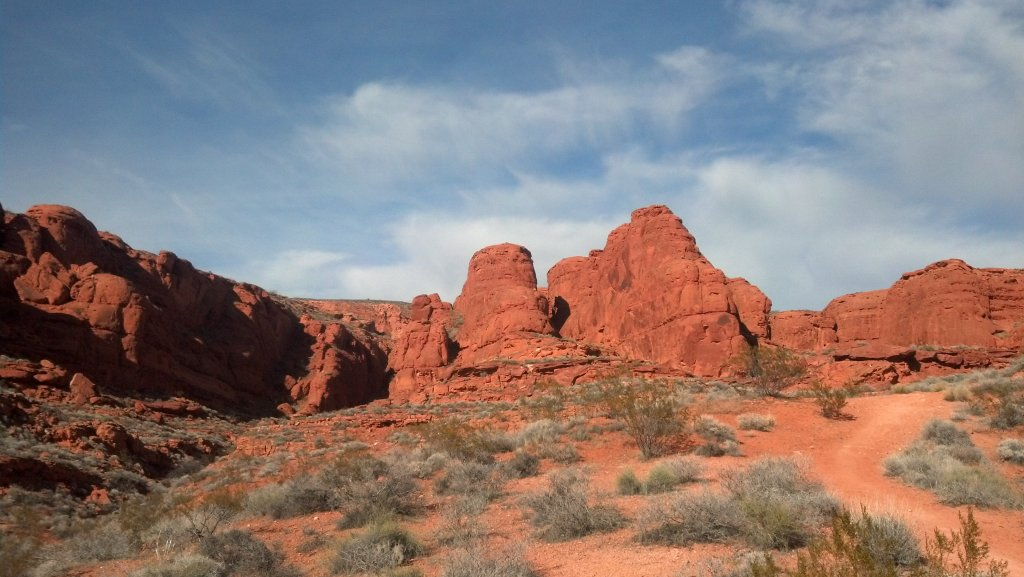 Web-13-Beatuiful-red-rock-views-along-trail