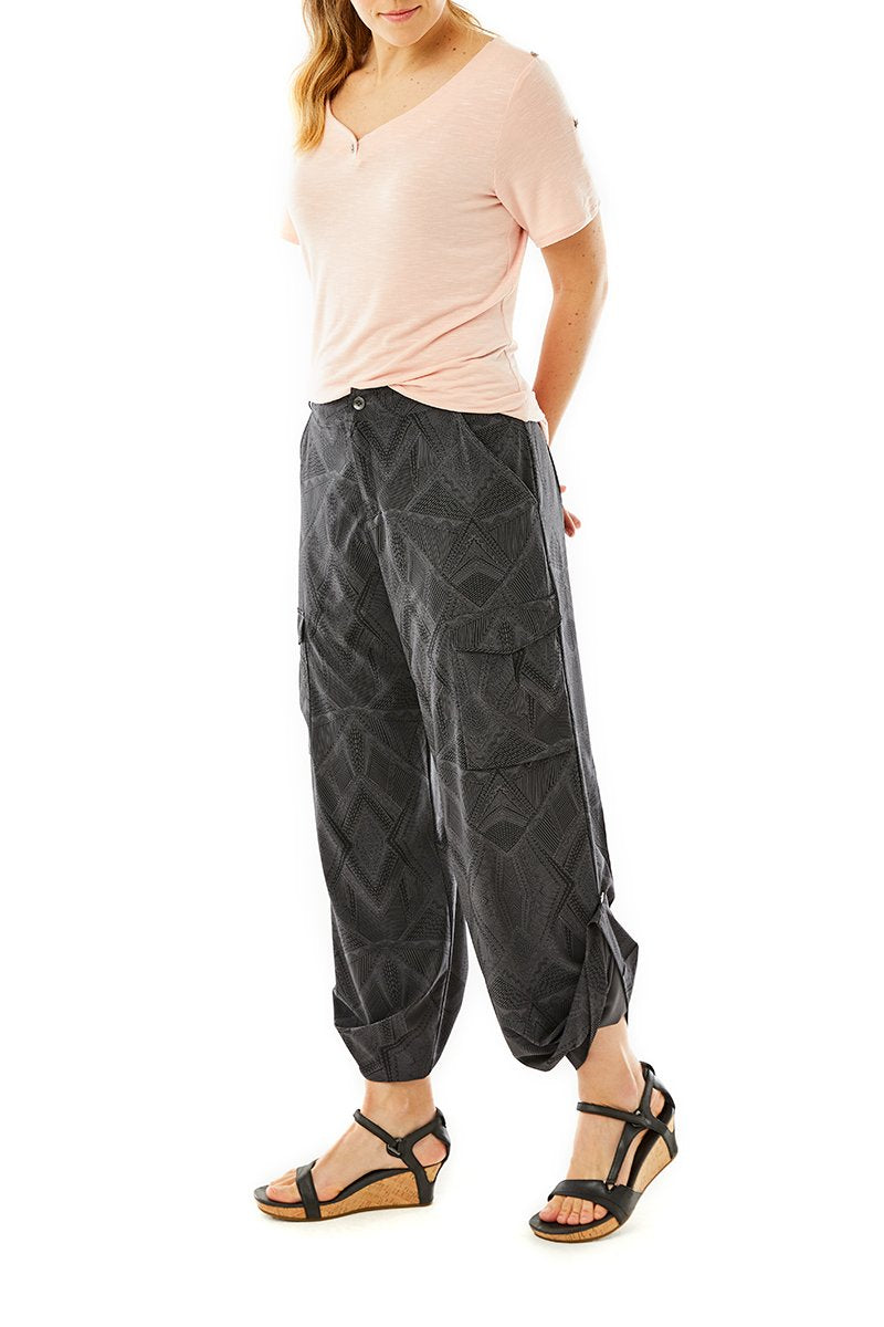 products/WR4_SPOTLESS-TRAVELER-CARGO-PANT_Y324007_568_Y311017_469_2330.jpg