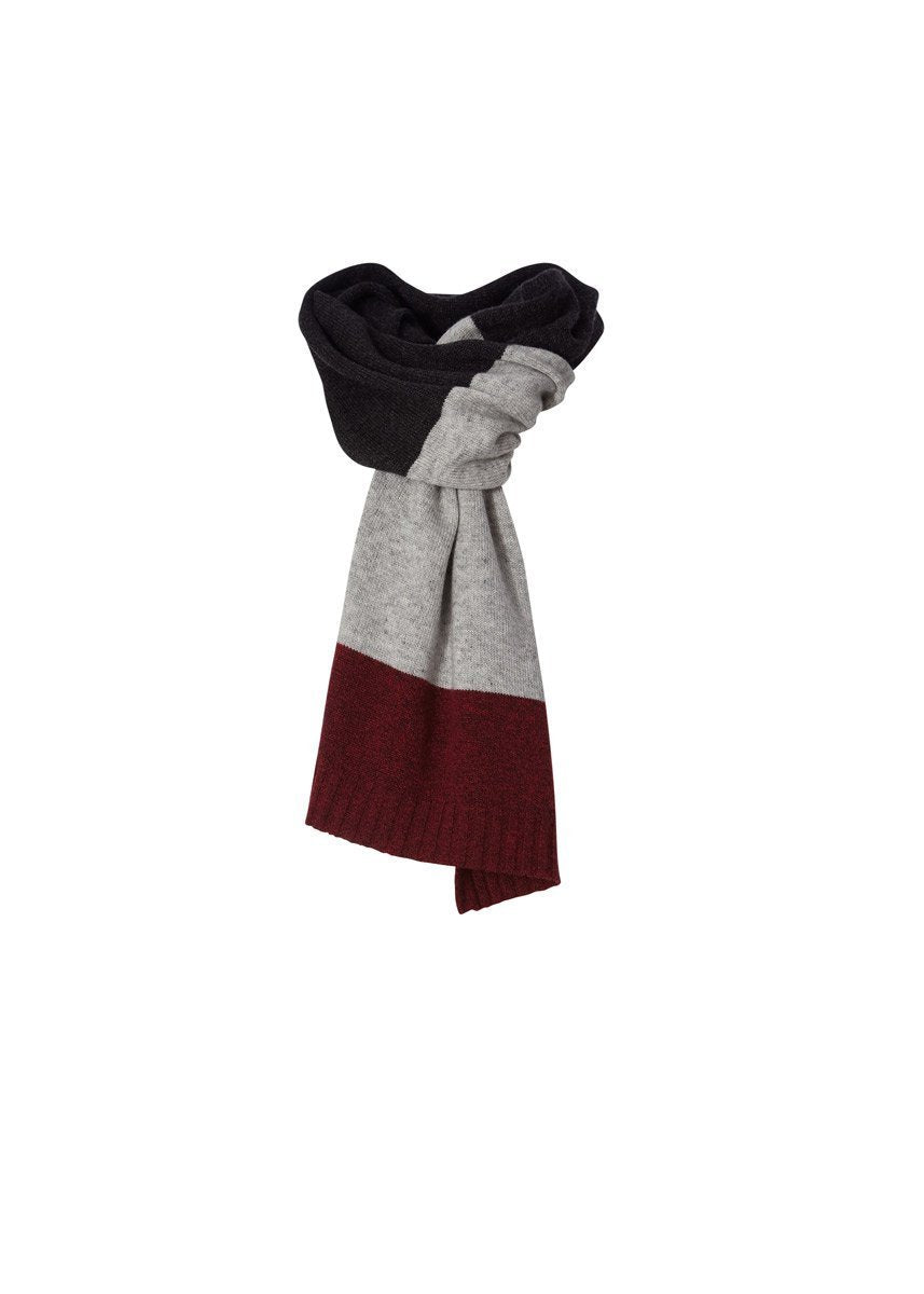 products/Y319001_018_F2_W_HIGHLANDS-TRAVEL-SCARF_3161_f0035d3f-ccbf-4f30-b727-bd7941611b42.jpg