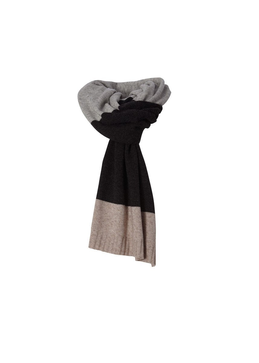 products/Y319001_083_F2_W_HIGHLANDS-TRAVEL-SCARF_3187_1fe250e7-addd-4f35-8d16-4861f99346c0.jpg