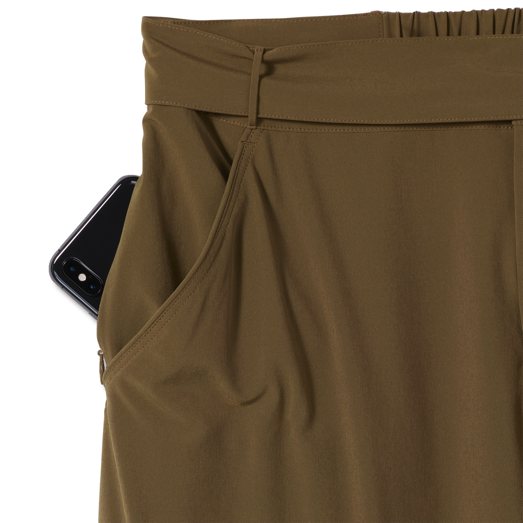 products/Y324007_605_HERO_D_W_SPOTLESS-TRAVELER-CARGO-PANT_004aada6-c6c7-4984-8ec3-e5dc8210f2dc.png