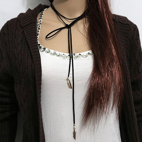 FEATHER STRING CHOKER hálsmen