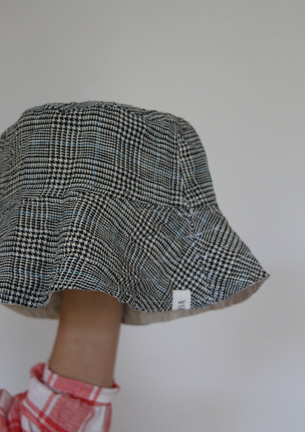 Reversible Bucket Hat in Natural/Houndstooth