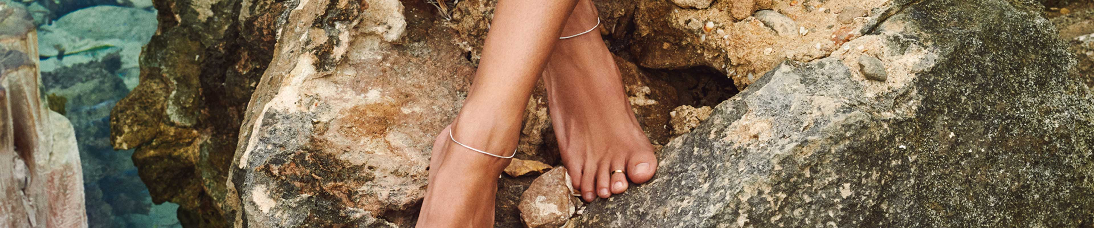 Ankle chains are the new black! They are the perfect summer accessory and a solid way to underscore your femininity. Ankle chains are the epitomization of summer and a great way to add a little boho sophistication to your look. All our ankle chains are handmade and designed in Denmark, plated with real gold, silver, rosegold or hematite and free from nickel.