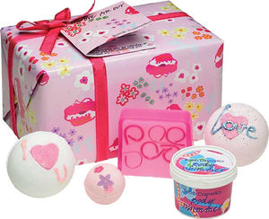 More Amour Bath Gift Box hearts