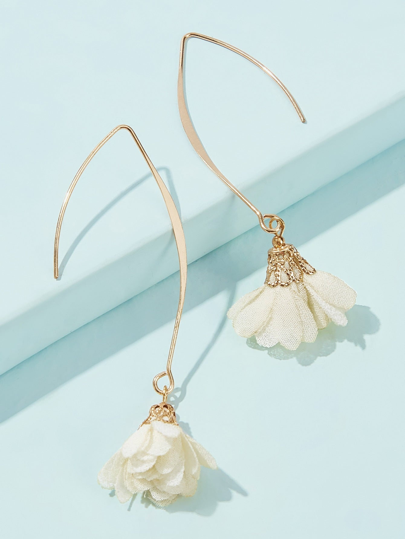 White 1pair Flower Gold Drop Dangle Earring