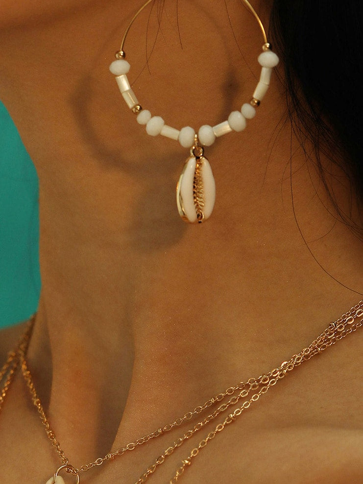 1 Pair Golden And White Beaded Shell Pendant Drop Dangle Earrings