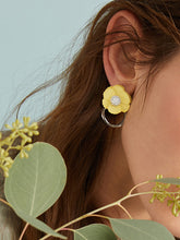 Load image into Gallery viewer, Grey And Yellow Flower Decor Rhinestone 1pair Drop Earrings