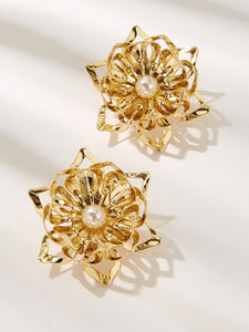 Golden Engraved Flower Design With Faux Pearl 1 Pair Stud Earring