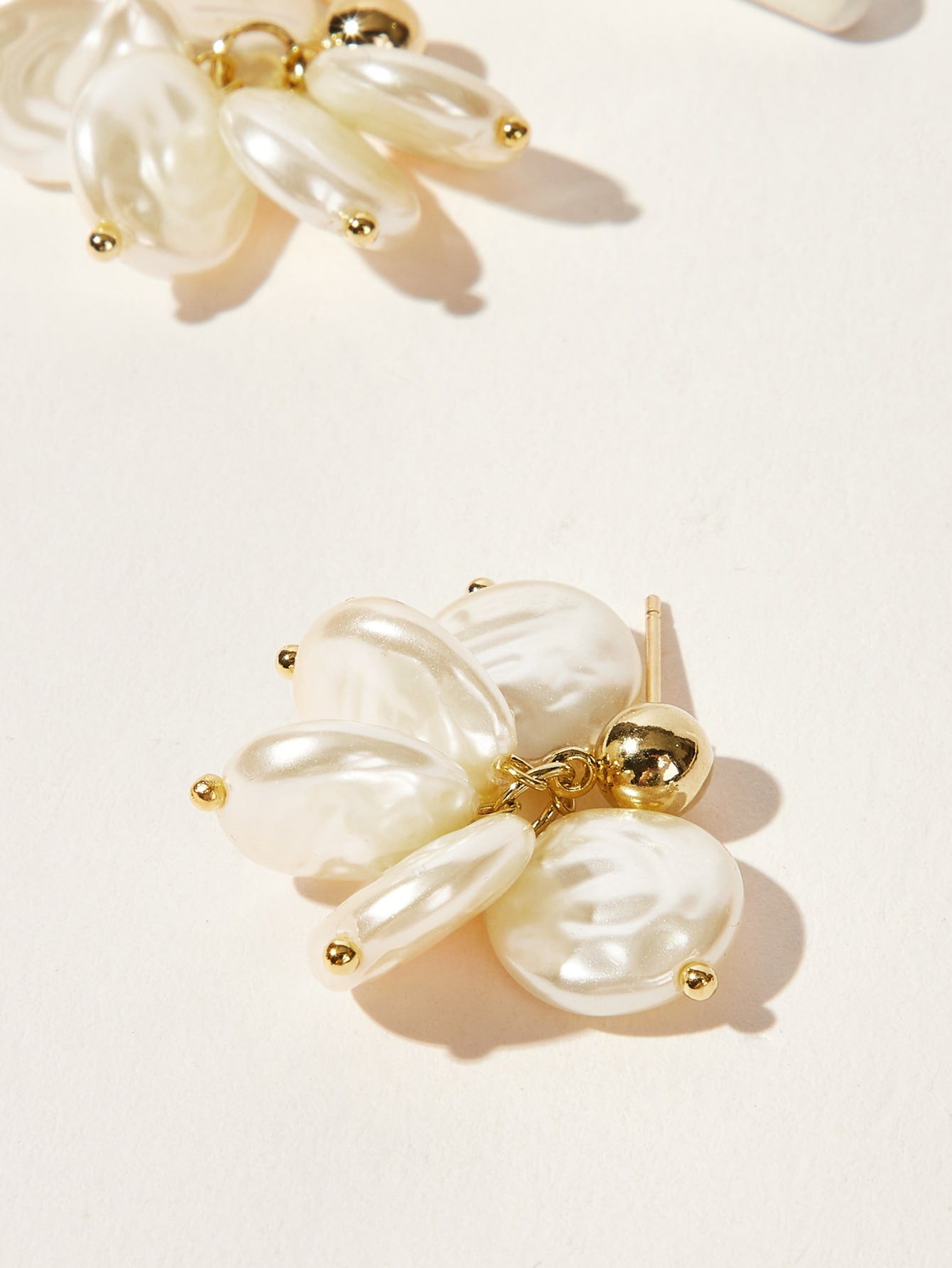 White Round Faux Pearl 1pair Drop Earrings