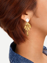 Load image into Gallery viewer, Golden 1pair Leaf Design Metallic Drop Dangle Earrings