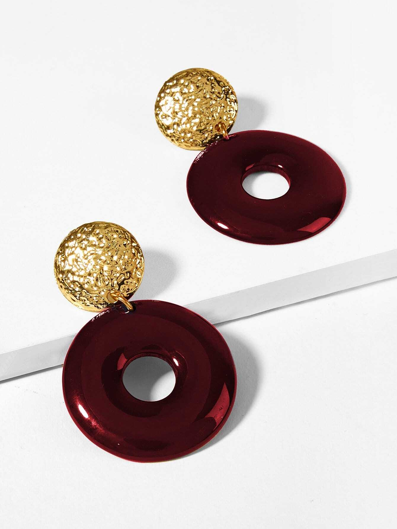 1 Pair Red Open Round Golden Textured Disc Dangle Earrings