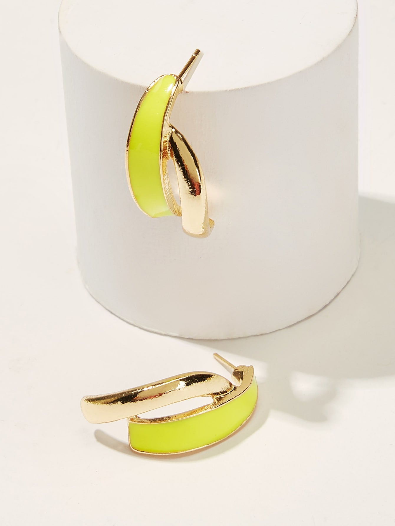 Neon Yellow With Golden Bar Drop 1 Pair Stud Earring