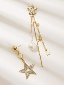 2pcs Golden Star Shaped Mismatched Rhinestone Engraved With Pearl Drop Earrings