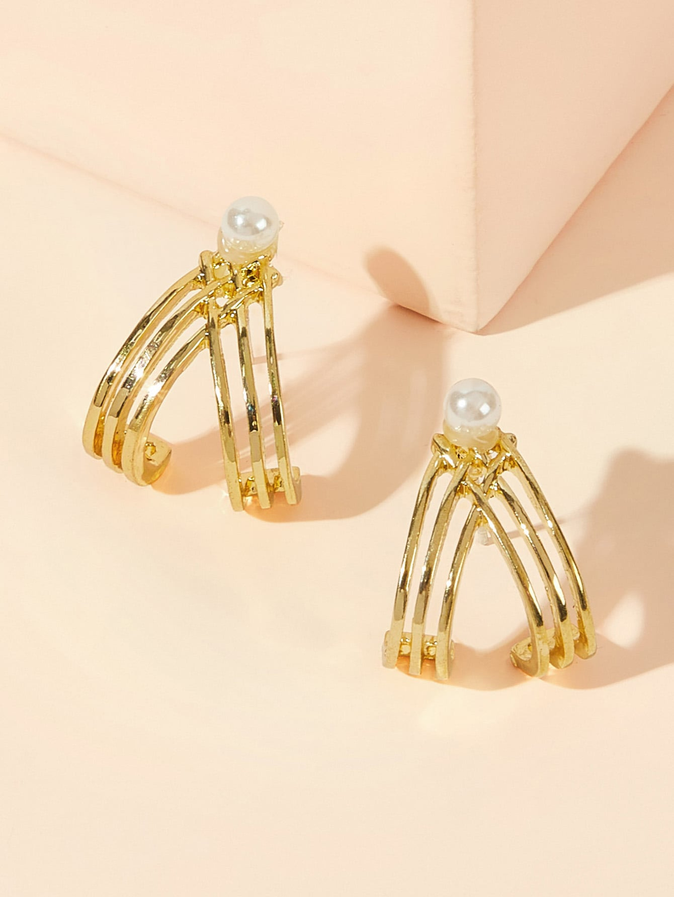 Golden Faux Pearl Decor 1pair Alloy Hollow Out Cut Hoop Earrings