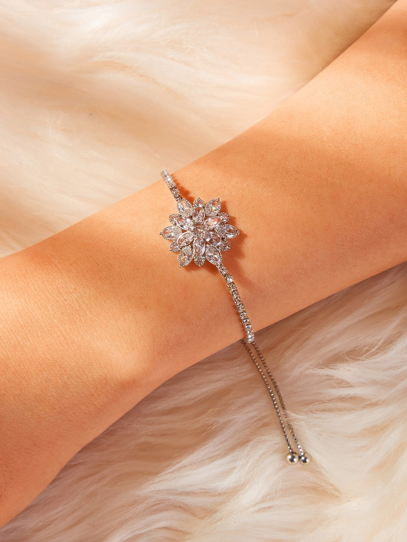 1pc Grey Adjustable Crystal Flower Silver Link Bracelet