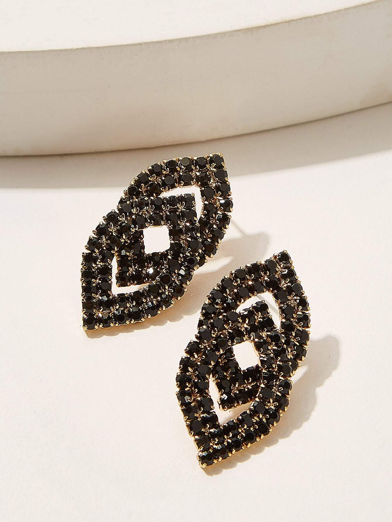 Black Double Lip Shaped Rhinestone Engraved 1pair Stud Earrings