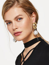 Load image into Gallery viewer, Golden Oval With White Ball Design 1 Pair Dangle Earrings