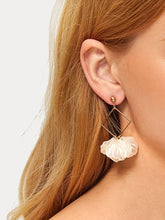 Load image into Gallery viewer, 1 Pair Golden And White Square Shell Dangle Earrings