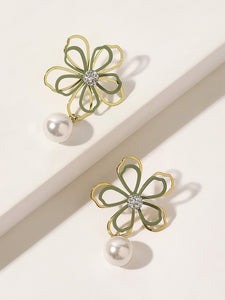 Green And Golden Hollow Flower With Faux Pearl Charm 1 Pair Stud Earrings