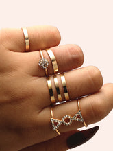 Load image into Gallery viewer, Golden 5pcs Triangle Detail Metal Layered Ring Set