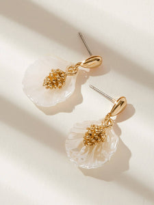 1 Pair Golden And White Shell Drop Dangle Earrings