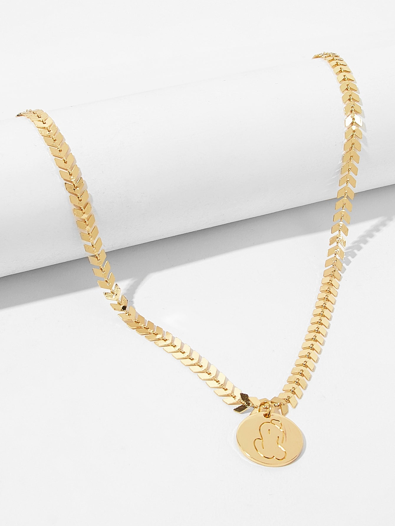 Golden Engraved Round Pendant 1pc Thick Chain Necklace