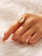 Load image into Gallery viewer, Golden 1pc Shell Decor Metal Boho Ring