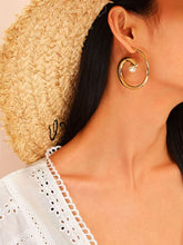 Load image into Gallery viewer, 1 Pair Golden Faux Pearl Spiral Decor Hoop Earring