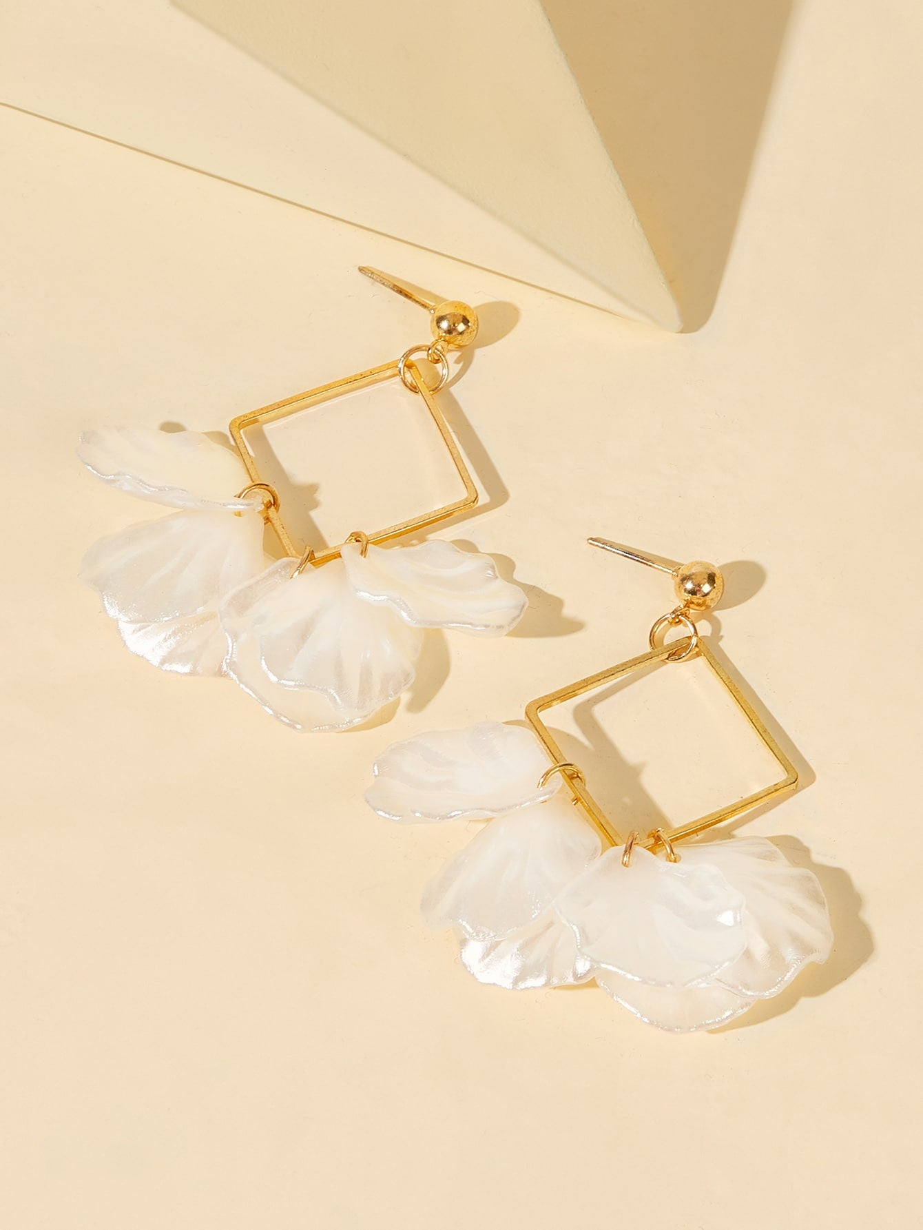 1 Pair Golden And White Square Shell Dangle Earrings