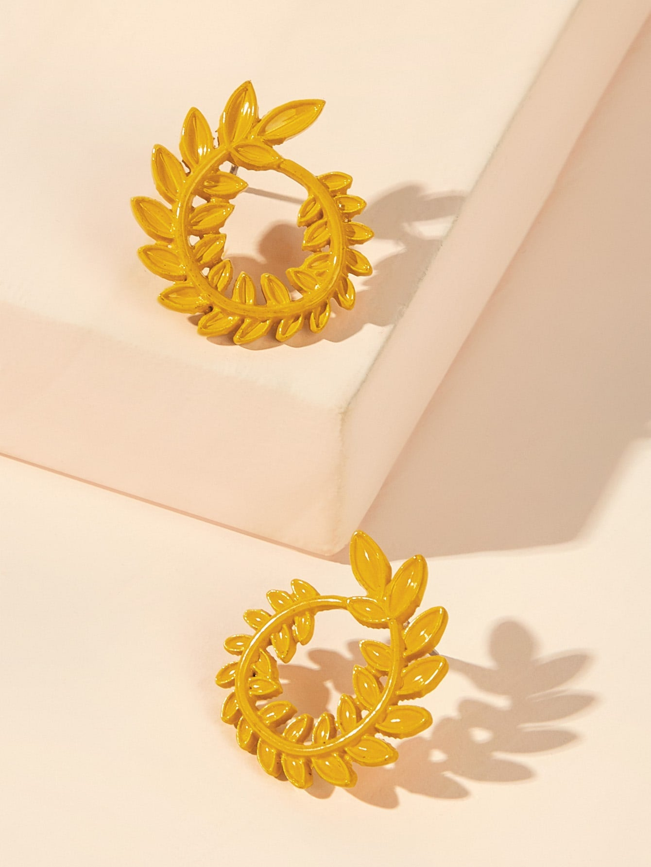 Yellow 1pair Leaf Shaped Circle Gold Metal Hoop Stud Earrings