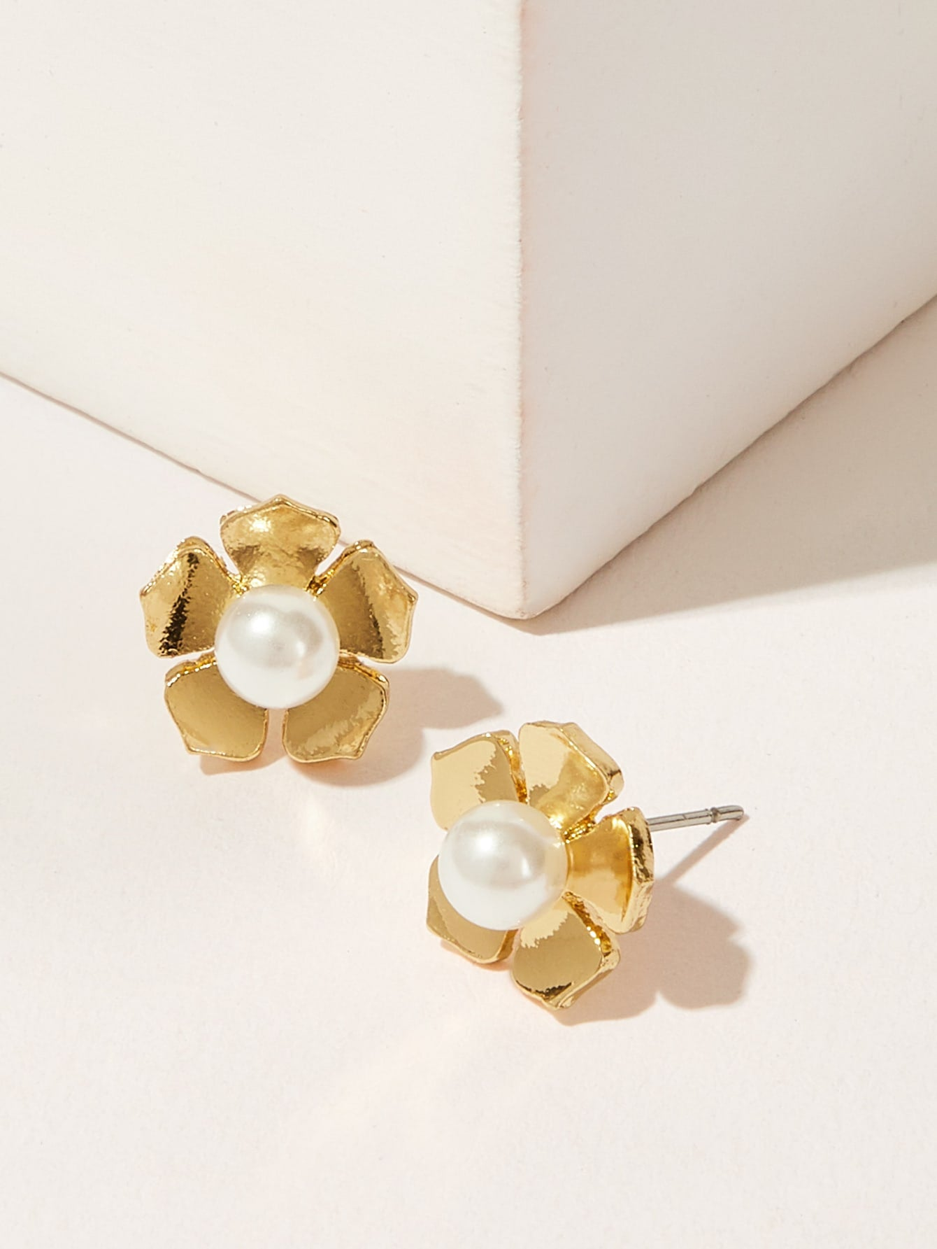 Gold Faux Pearl Decor 1pair Alloy Flower Shaped Stud Earrings