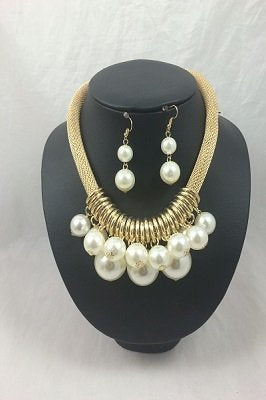 'Freya' Gold and Pearl Neckpiece (20