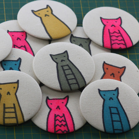 Making Canvas Buttons, button painting