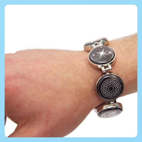 Wearing buttons on a bracelet