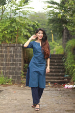 Load image into Gallery viewer, Jompers Women Blue Printed Kurta with Trousers(JOKS 1328 Blue)