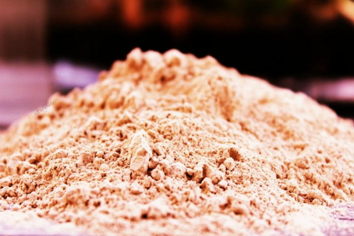 10 Benefits of Moroccan Clay Powder Ghassoul for Skin and Hair