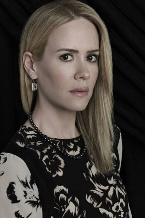 Sarah Paulson with the black freshwater pearl necklace