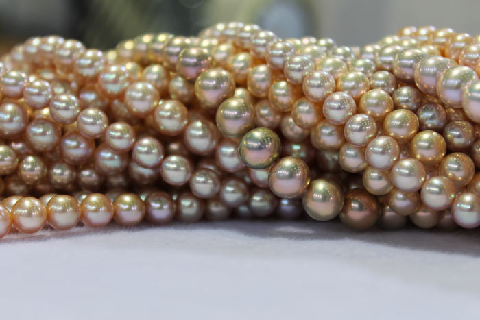 a closer view of the pearls