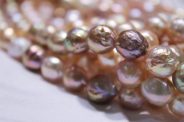dark to light colored pearls