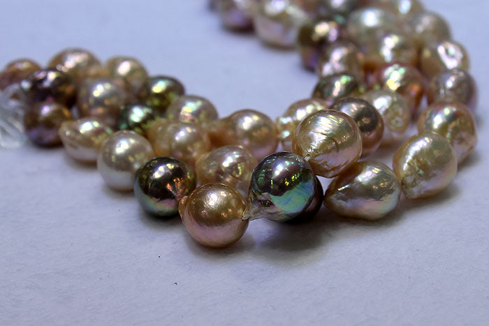 ripple pearls with different colored overtones