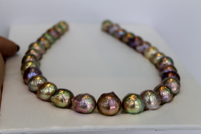 ripple pearls with multicolored overtones