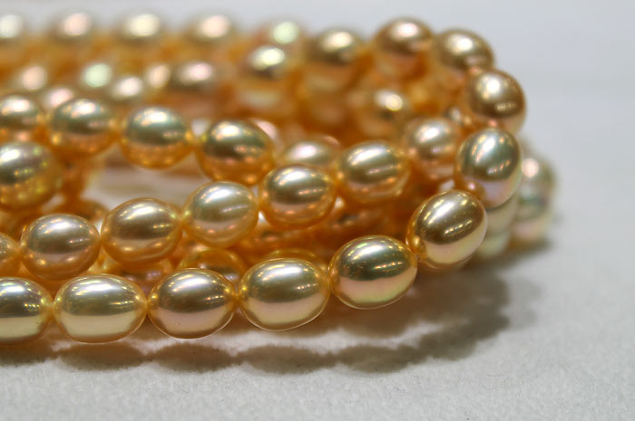 close up of the metallic freshwater pearl strands